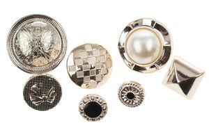 Assortimento di bottoni, varie forme oro/argento