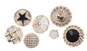 Assortimento di bottoni, varie forme oro nero