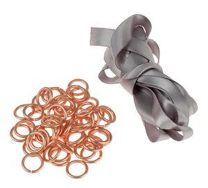 Collana con anelli di alluminio e nastro satin