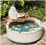 Vogeltränke mit Mosaik