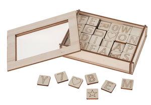 Houten letters en getallen (2 x 2 cm) 122-delig