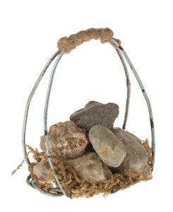 Miniatuur - stenen in mand van draad